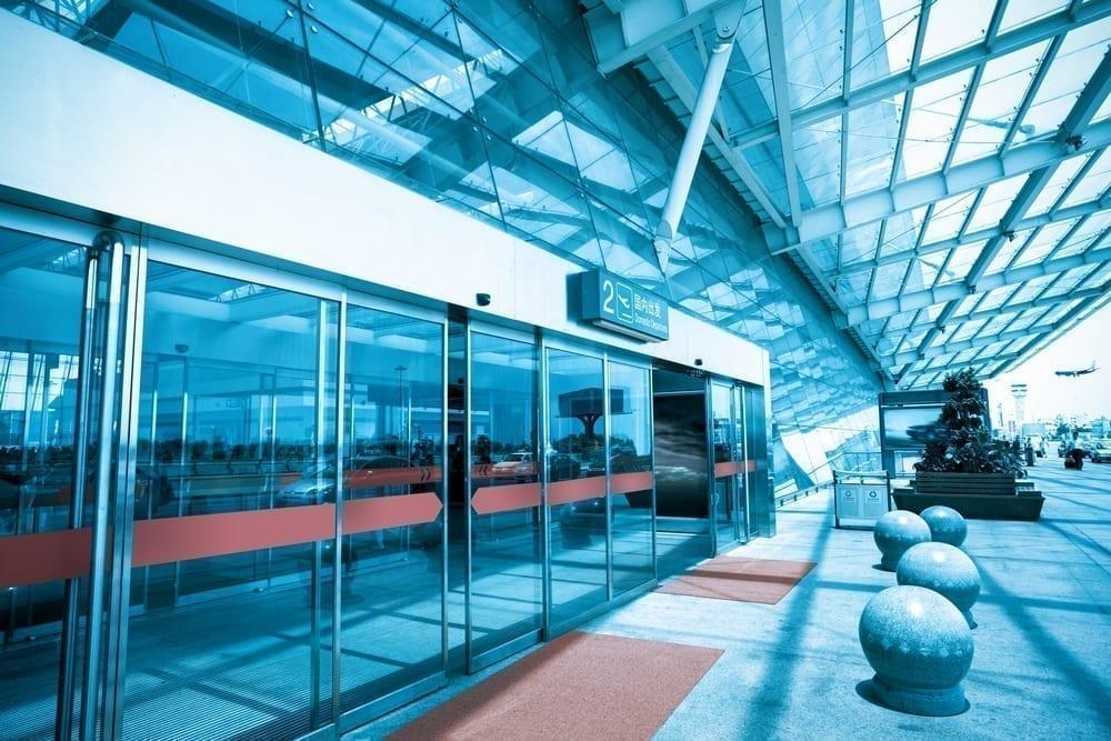 puertas automáticas centro comercial - accident in access doors of a shopping center